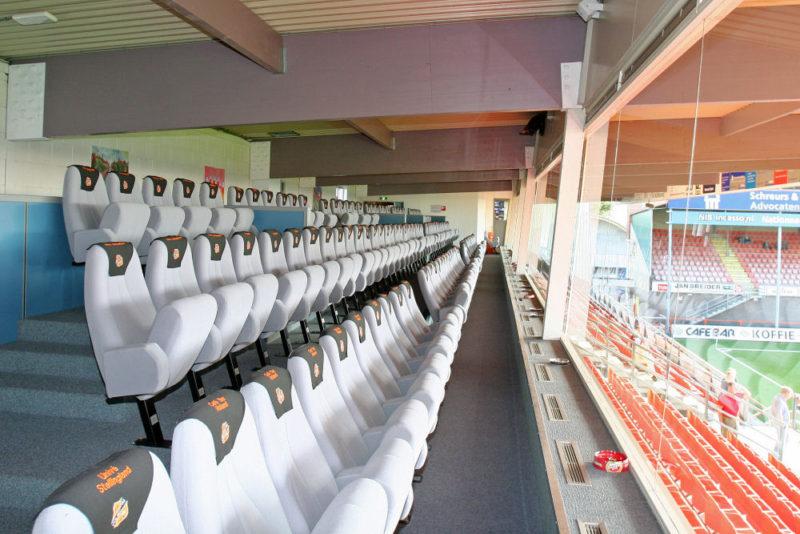 FC Volendam logo op stoelen